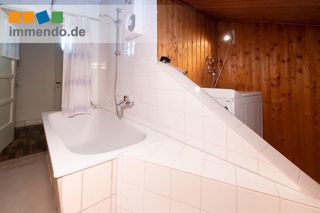 Badewanne und Waschmaschine